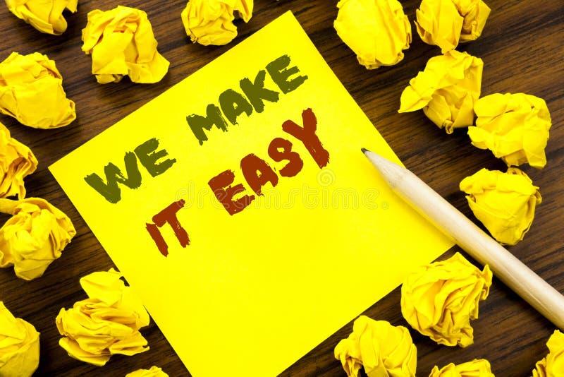 Palabra, escribiendo la hacemos fácil Concepto del negocio para la solución de la calidad de la ayuda escrita en el papel de nota imágenes de archivo libres de regalías