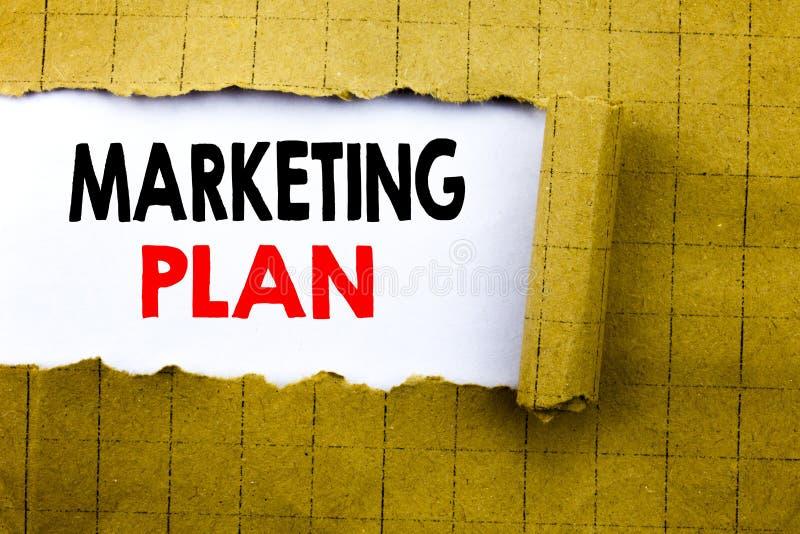 Palabra, escribiendo plan de márketing El concepto del negocio para planear la estrategia acertada escrita en el Libro Blanco en  fotos de archivo