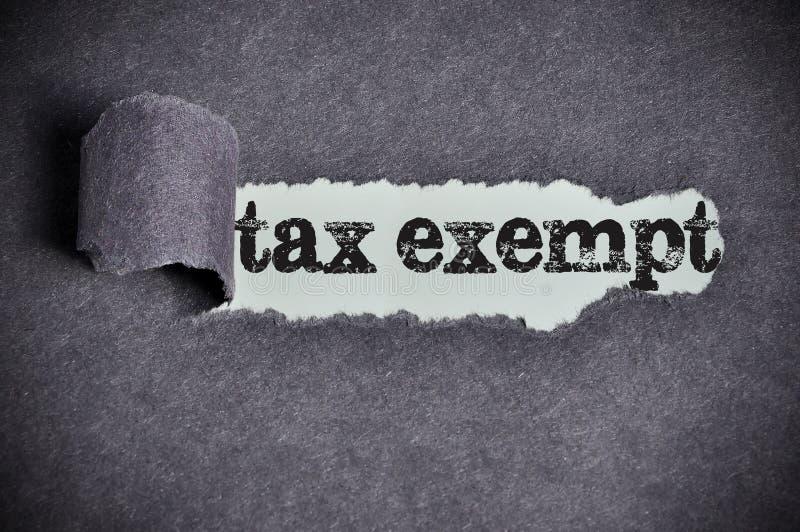 Palabra exenta de impuestos debajo del papel negro rasgado del azúcar imagenes de archivo