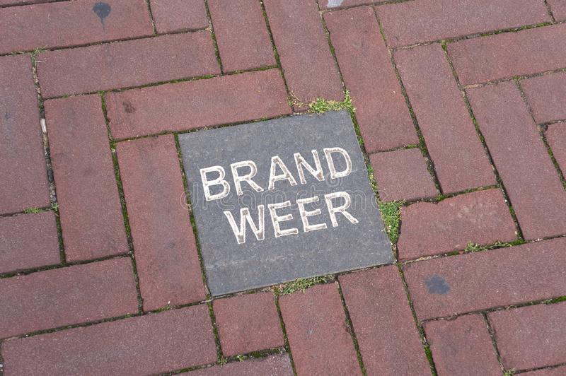 Palabra holandesa Brandweer en una teja foto de archivo libre de regalías