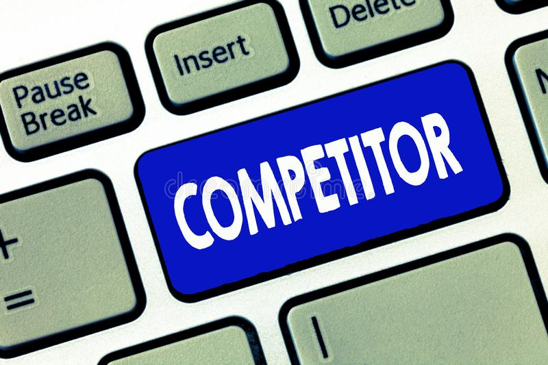 Palabra que escribe al competidor del texto Concepto del negocio para la persona que participa en la competencia comercial de la  imagen de archivo