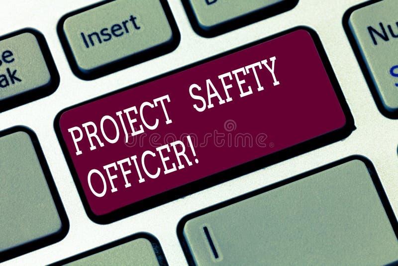 Palabra que escribe al oficial de seguridad del proyecto del texto Concepto del negocio para responsable de supervisar y de evalu imágenes de archivo libres de regalías