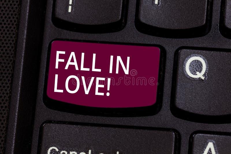 Palabra que escribe caída del texto en amor Concepto del negocio para las emociones de amor de sensación sobre algún otro felicid fotografía de archivo