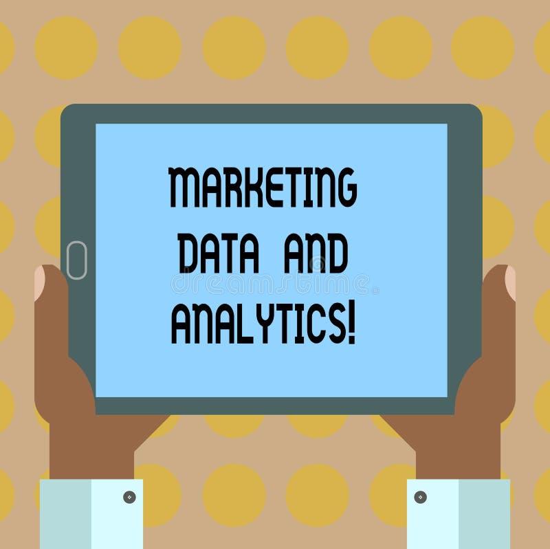 Palabra que escribe datos y Analytics del márketing del texto Concepto del negocio para hacer publicidad de la mano del análisis  stock de ilustración