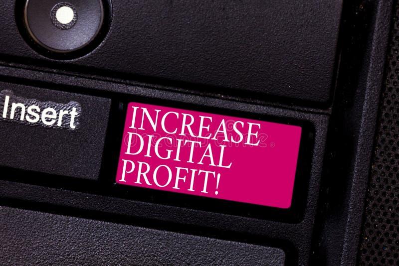 Palabra que escribe el beneficio de Digitaces del aumento del texto Concepto del negocio para mejorar servicios hechos a través d fotos de archivo libres de regalías