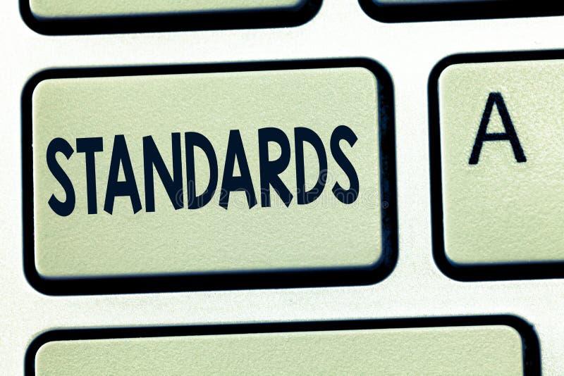Palabra que escribe estándares del texto Concepto del negocio para el nivel de modelo del ejemplo de la medida de la pauta de la  fotografía de archivo libre de regalías