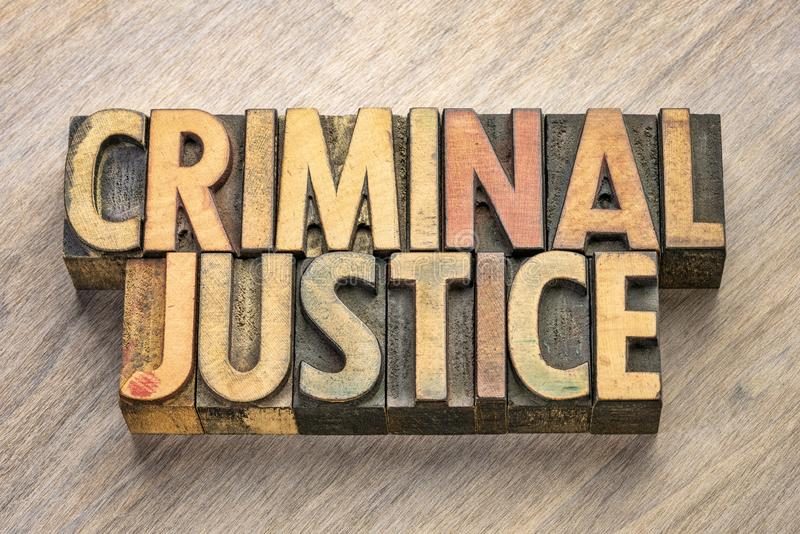 Palabras de la justicia penal en el tipo de madera fotografía de archivo libre de regalías