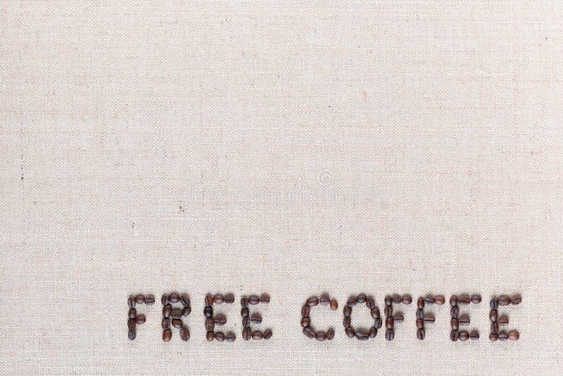 Palabras libres del café hechas de los granos de café en la lona de lino, abajo a la derecha dispuesto fotografía de archivo libre de regalías
