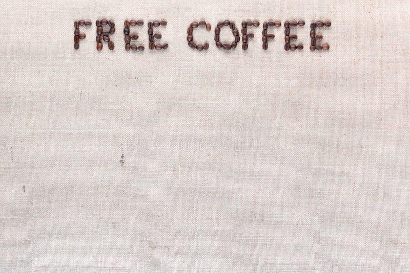 Palabras libres del café hechas de los granos de café en la lona de lino, centro superior dispuesto imágenes de archivo libres de regalías