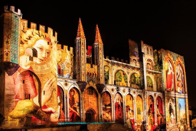Palace des papes à Avignon, France par nuit photographie stock libre de droits