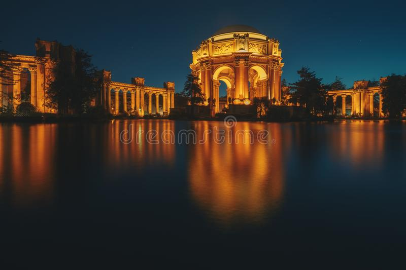 Download The Palace Of Fine Arts In The Marina District Of San Francisco, Stock Image - Image of mirror, america: 117621785