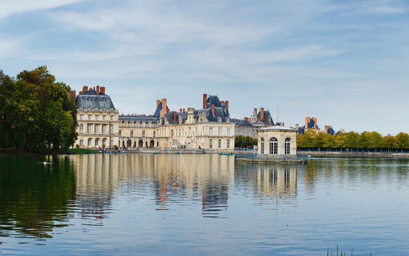Download Palace And Pond In Fontainebleau Stock Photo - Image: 22406032