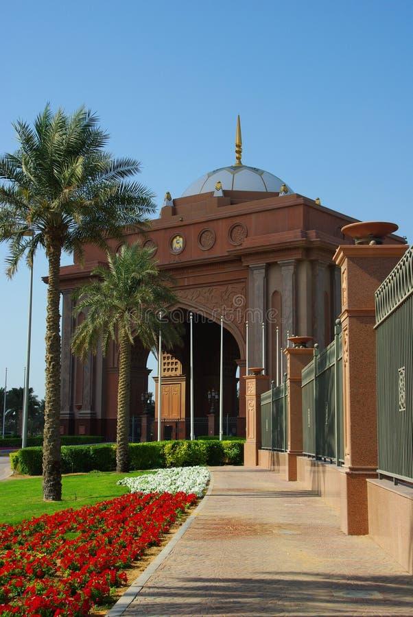 Palacio Abu Dhabi de los emiratos imagenes de archivo