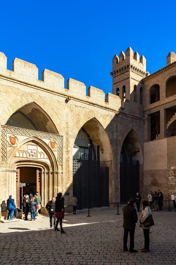 Palacio Aljaferia, versterkt middeleeuws Islamitisch paleis in Zaragoza, Spanje stock fotografie