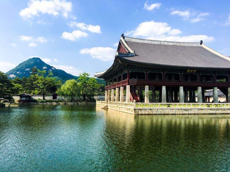 Palacio coreano tradicional fotografía de archivo