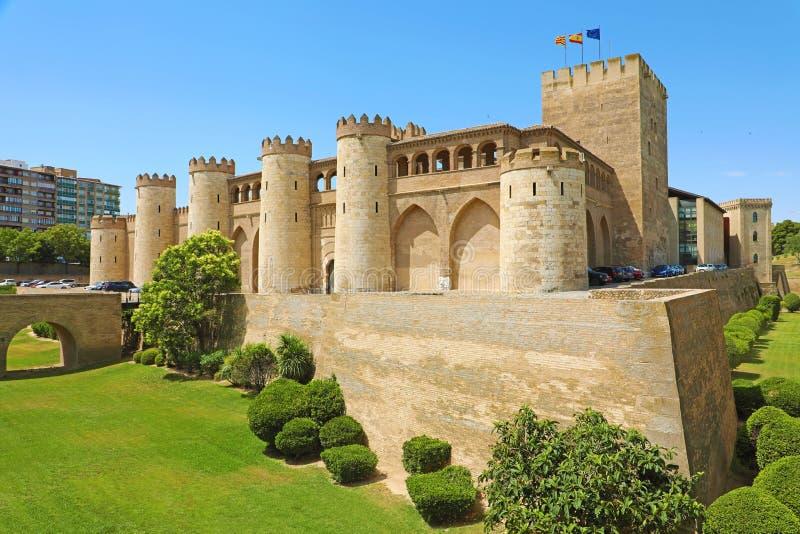 Palacio de Aljaferia en Zaragoza, un castillo medieval construido en 11mo durante la dominación islámica de la España imágenes de archivo libres de regalías