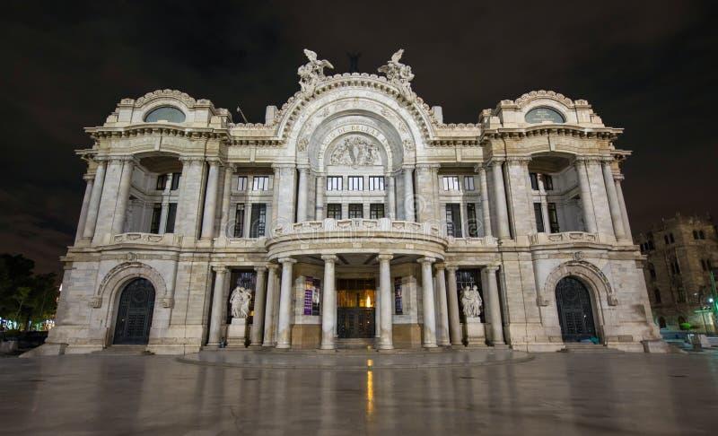 Palacio de Bellas Artes - palais des beaux-arts, nuit photographie stock