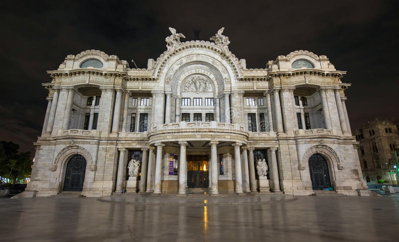 Palacio de Bellas Artes - Palast von schönen Künsten, Nacht stockfotografie