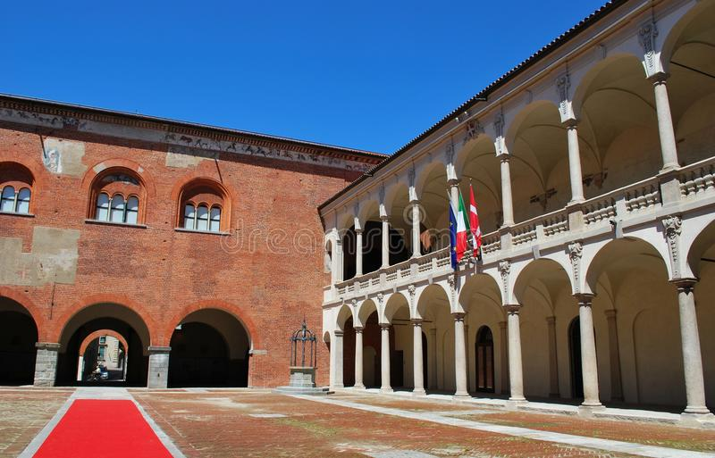 Palacio de Broletto, Novara imagen de archivo