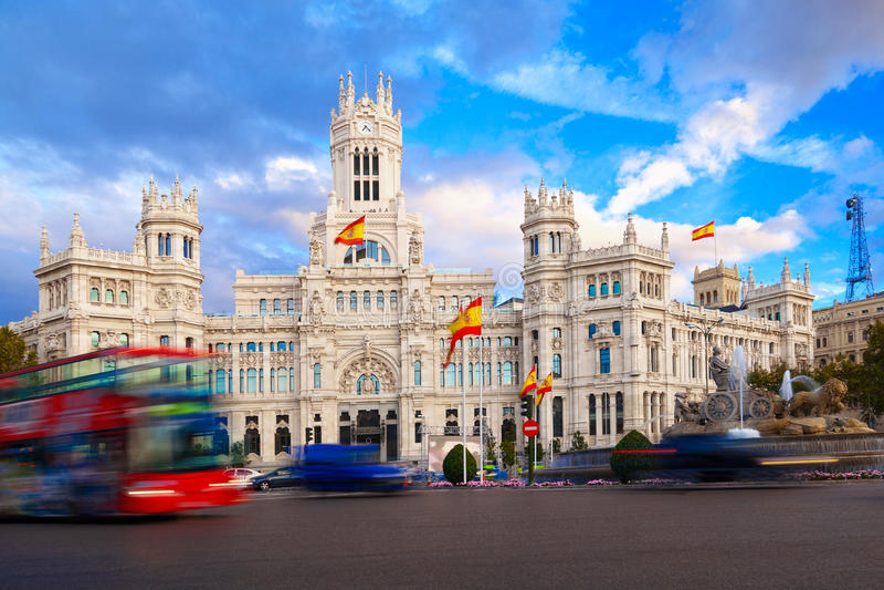 Palacio de Comunicaciones e fonte de Cibeles imagens de stock royalty free