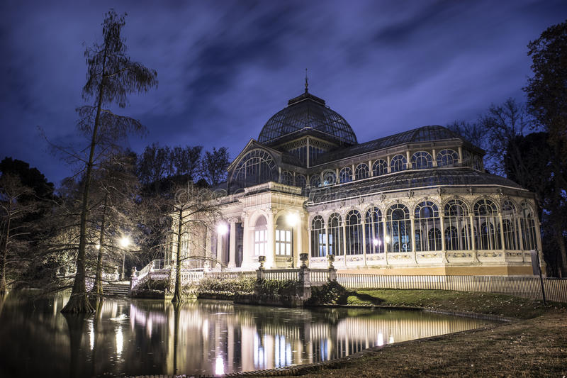 Palacio de Cristal (кристаллический дворец) стоковое изображение rf