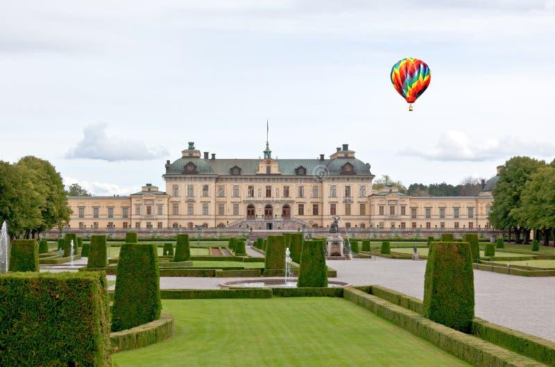 Palacio de Drottningholms en la ciudad de Estocolmo fotografía de archivo
