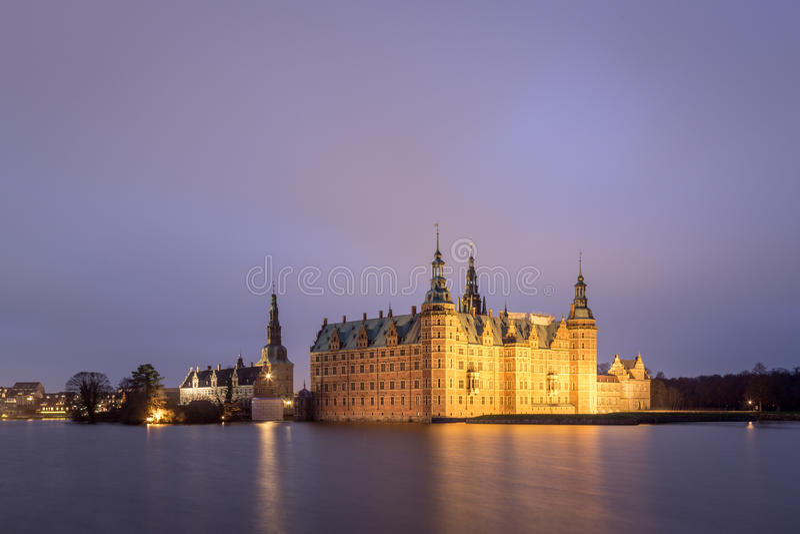Palacio de Frederiksborg en Hilleroed, Dinamarca imágenes de archivo libres de regalías