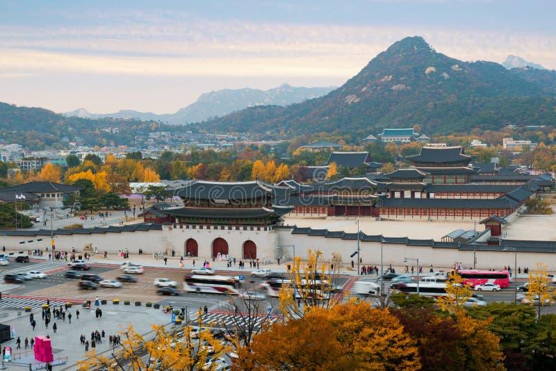 Palacio de Gyeongbokgung en otoño en Seul, Corea del Sur foto de archivo libre de regalías