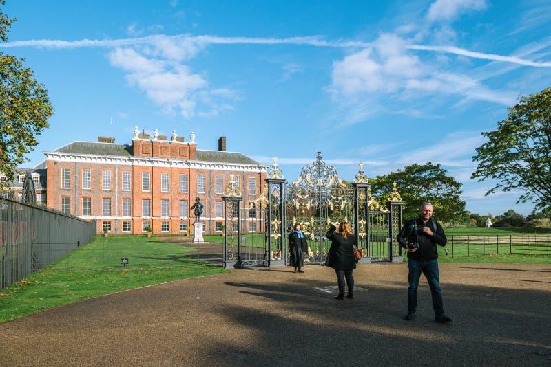 Palacio de Kensington en Londres, Inglaterra Reino Unido imagenes de archivo