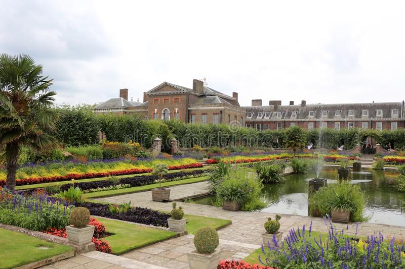 Palacio de kensington londres inglaterra jard n sunken for Jardines de kensington