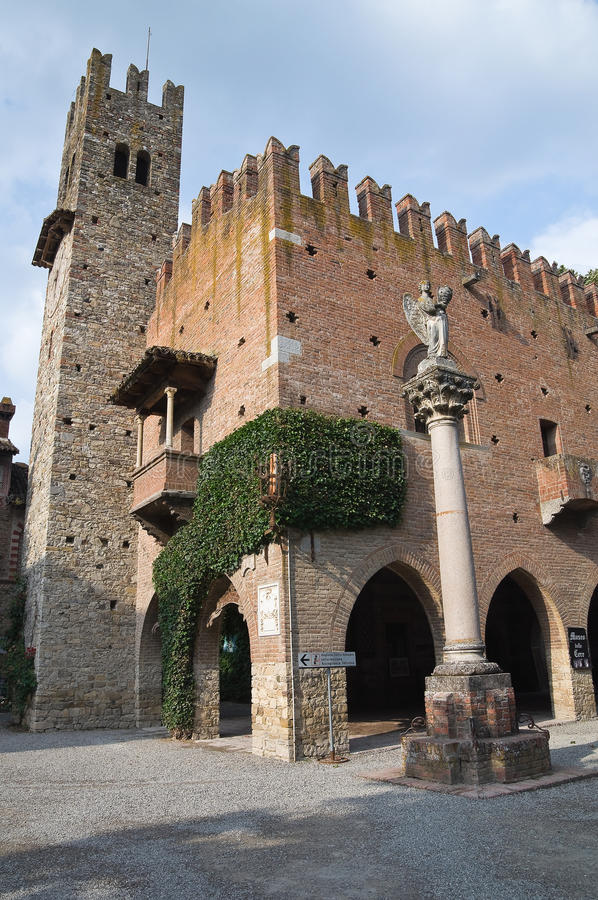Palacio de la institución Grazzano Visconti Emilia-Romagna Italia foto de archivo libre de regalías