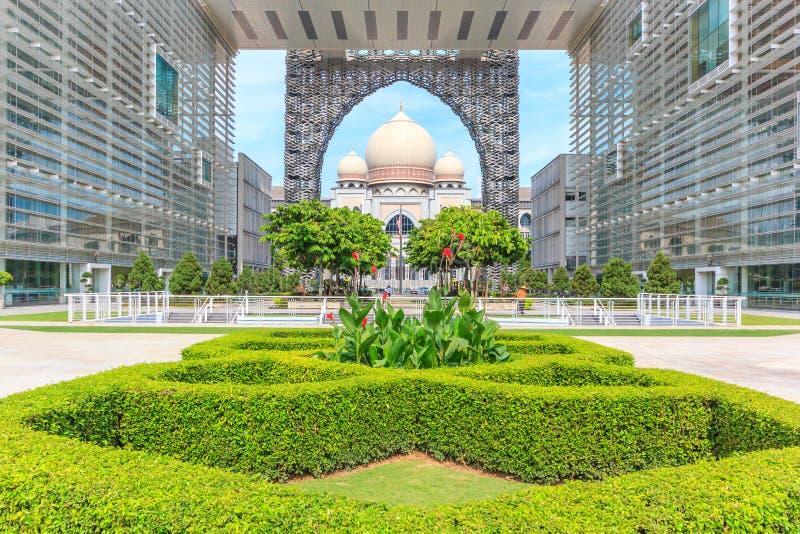 Palacio de la justicia o el Istana Kehakiman en Putrajaya, Malasia imagenes de archivo