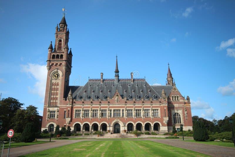 Palacio de la paz en La Haya, el hogar del Tribunal Internacional de Justicia de Naciones Unidas y la corte del arbitraje permane foto de archivo