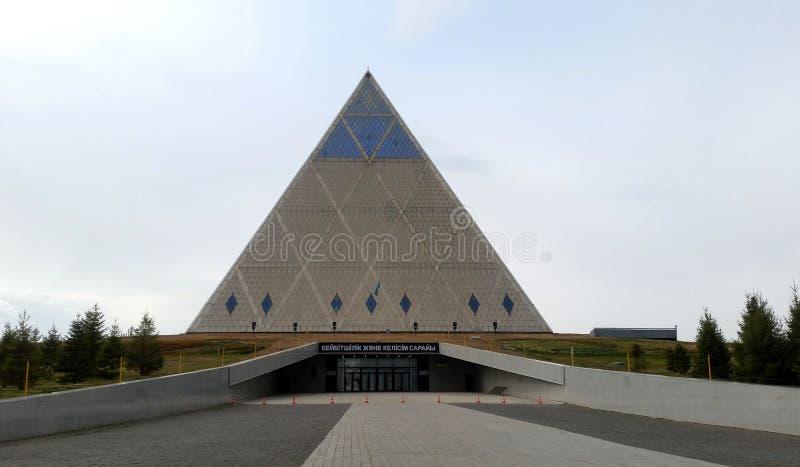 Palacio de la paz y de la reconciliación, Astaná, Kazajistán fotos de archivo