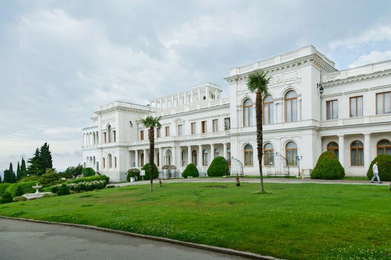 Palacio de Livadiya - residencia anterior de los emperadores rusos, situada en la costa del Mar Negro en el pueblo de Livadia en  imagen de archivo libre de regalías