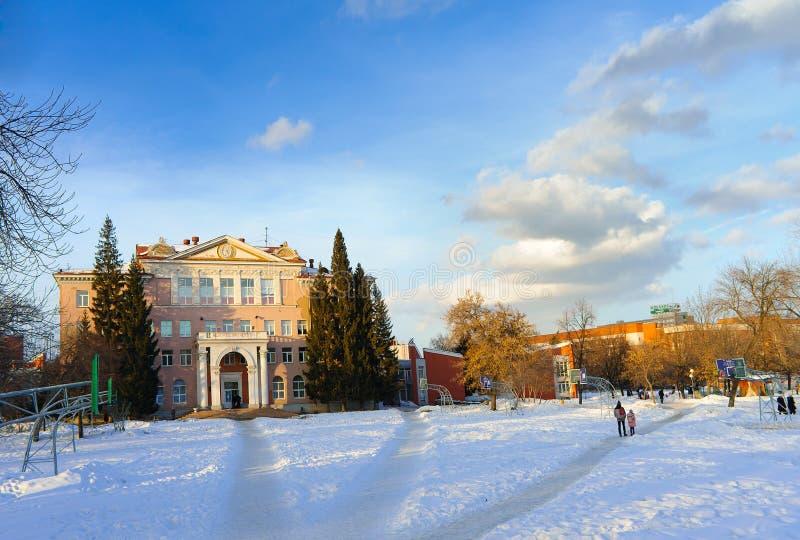 Palacio de los pioneros nombrados después de NK Krupskaya y la cancha de básquet foto de archivo