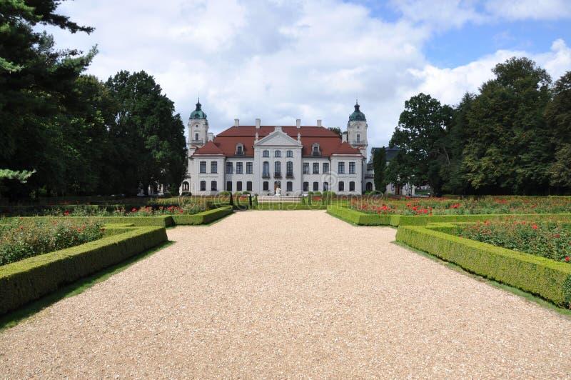 Palacio de Polonia Kozlowka con el jardín imagenes de archivo