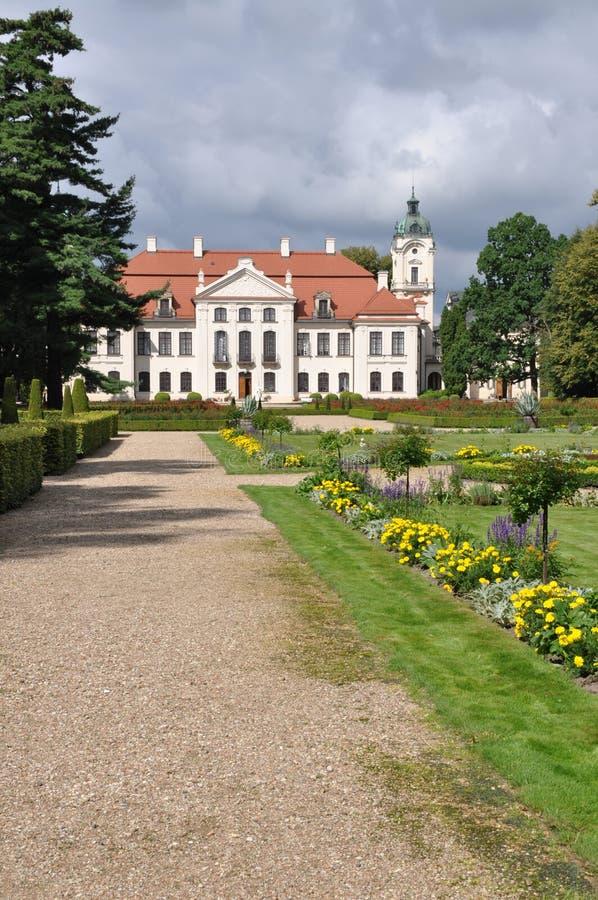 Palacio de Polonia Kozlowka con el jardín fotografía de archivo