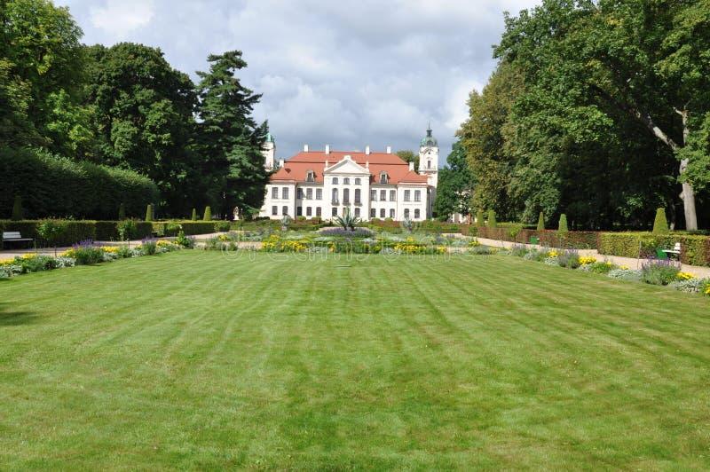 Palacio de Polonia Kozlowka con el jardín imagen de archivo libre de regalías