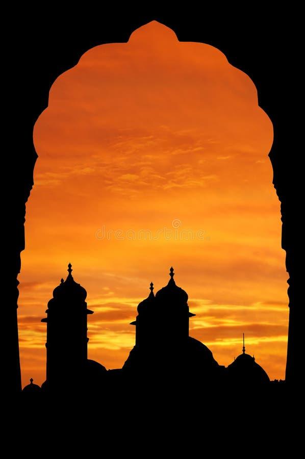 Palacio de Rajasthán en la puesta del sol imagen de archivo libre de regalías