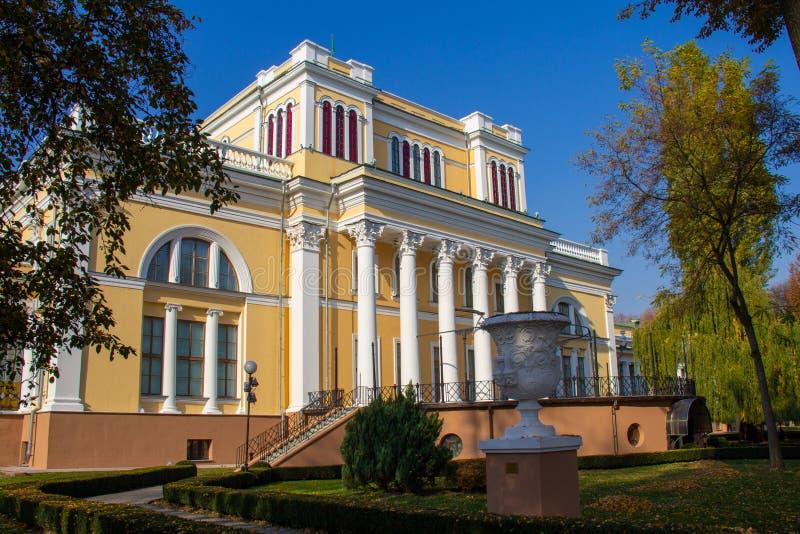 Palacio de Rumyantsev-Paskevich en Gomel fotografía de archivo