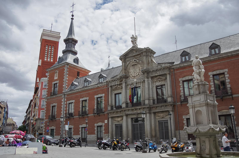 Palacio de Santa Cruz, edificio del Ministerio de Asuntos Exteriores enojado fotografía de archivo