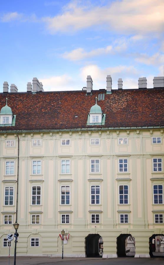 Palacio de Viena Hofburg, sitio y decoración imperiales de la pared Dinastía de Habsburgo Heldenplatz Viena, Austria imagen de archivo