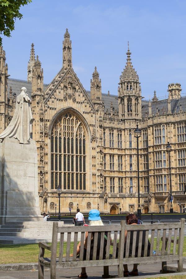 Palacio de Westminster, el parlamento, fachada, turistas, Londres, Reino Unido fotografía de archivo