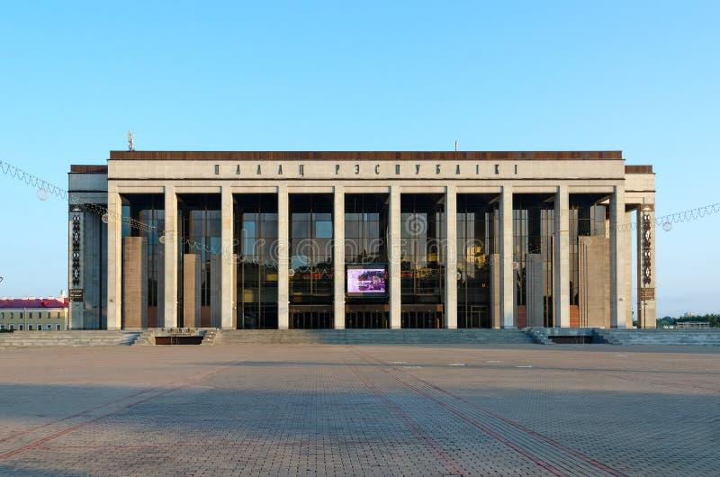 Palacio del cuadrado de la república en octubre, Minsk, Bielorrusia foto de archivo
