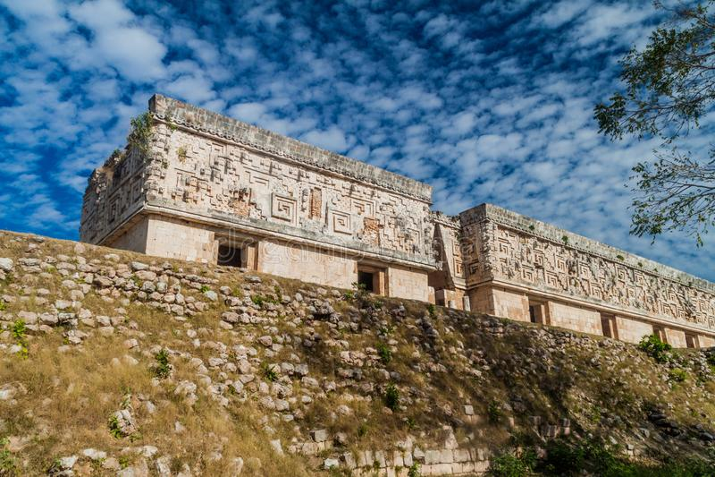 Palacio del Gobernador de het Paleisbouw van de Gouverneur in de ruïnes van de oude Mayan stad Uxmal, Mexi royalty-vrije stock foto