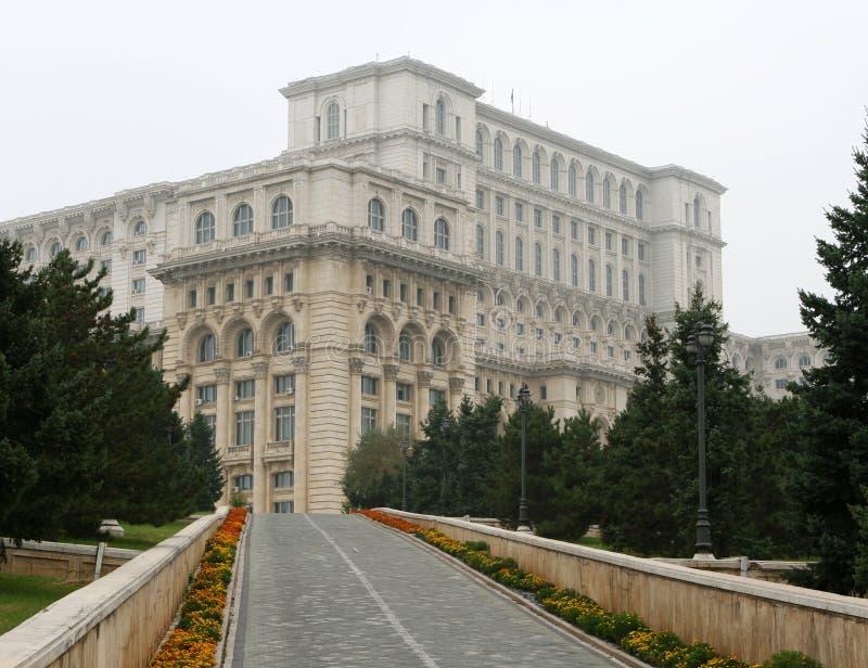 Palacio del parlamento (casa Poporului), Bucarest imagenes de archivo