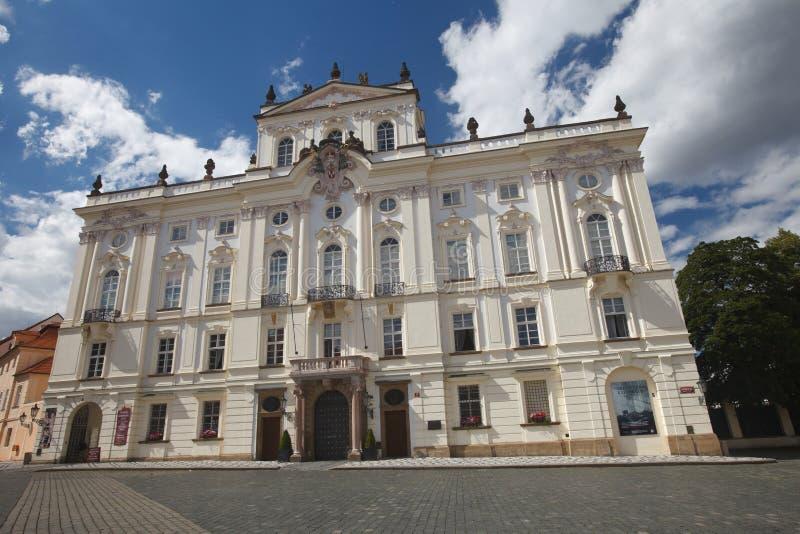 Palacio del ` s del arzobispo en el cuadrado del castillo foto de archivo libre de regalías