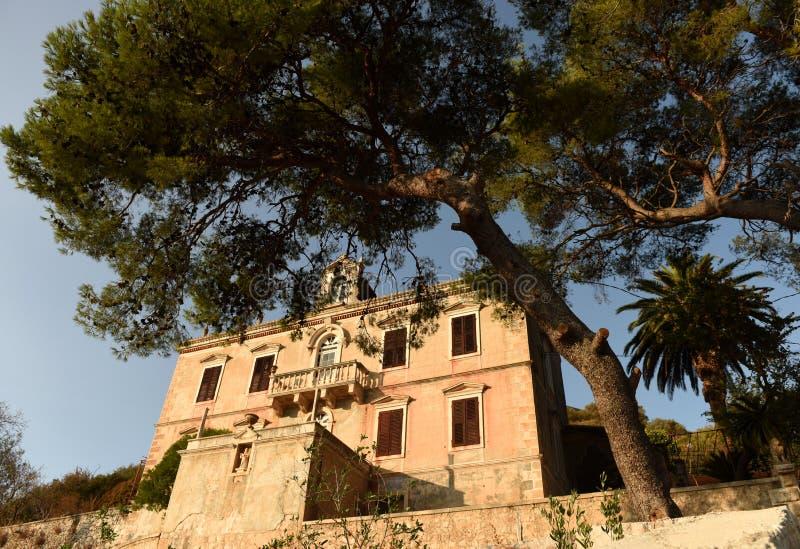 Palacio del ` s del rector en la ciudad Lastovo en la isla de Lastovo, Croacia imagenes de archivo