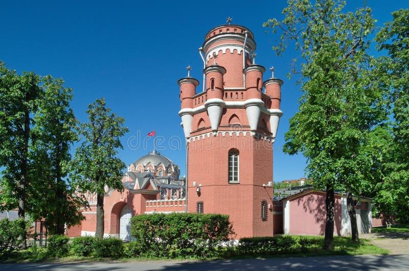 Palacio del viaje de Petrovsky en la perspectiva de Leningradsky en Moscú, Rusia imagenes de archivo